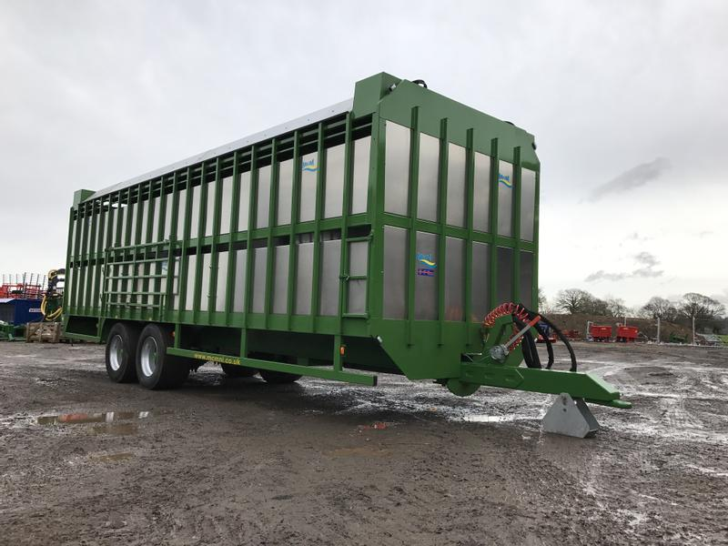 MCM Livestock Trailer With Hydraulic Sheep Decks