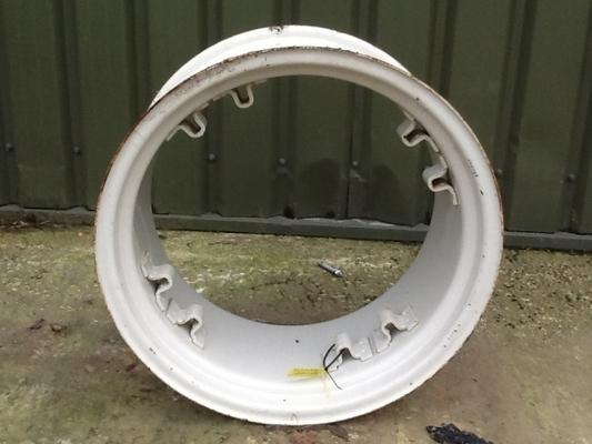 Adjustable wheel rim