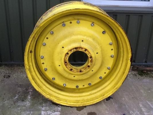 John Deere  bolt in centre rim